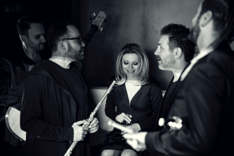 """Anna Maria Jopek und ihr Quartet. Weltklasse-Jazz aus Warschau. Das jüngste Album """"Ulotne"""" nahm AMJ mit Branford Marsalis auf. Bild: Robert Wolanski."""